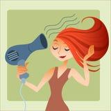 La donna asciuga i capelli fotografia stock