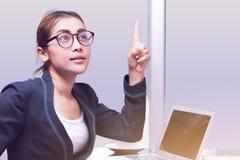 La donna asiatica di affari ha buona idea immagini stock libere da diritti