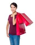 La donna asiatica porta con il sacchetto della spesa Immagine Stock Libera da Diritti