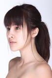 La donna asiatica prima compone lo stile di capelli nessun ritocchi, wi del fronte fresco Immagine Stock Libera da Diritti