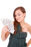 La donna attraente cattura un lotto di 100 fatture del dollaro Fotografie Stock Libere da Diritti