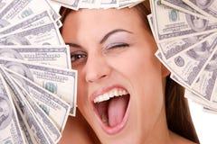 La donna attraente cattura un lotto di 100 fatture del dollaro Fotografie Stock