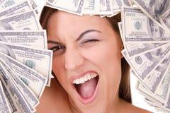 La donna attraente cattura un lotto di 100 fatture del dollaro Immagini Stock