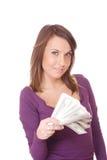 La donna attraente cattura un lotto di 100 fatture del dollaro Immagine Stock Libera da Diritti