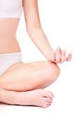 La donna in biancheria intima meditate immagine stock