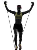 La donna che esercita la resistenza di allenamento di forma fisica lega la siluetta Fotografia Stock Libera da Diritti