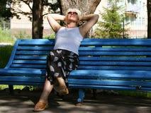 La donna che ha un resto Fotografia Stock Libera da Diritti