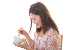 La donna che mangia Fotografie Stock Libere da Diritti