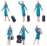 La donna che prepara per la vacanza con la valigia su bianco Fotografia Stock