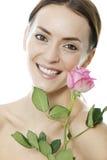 La donna che tiene un dentellare è aumentato immagini stock
