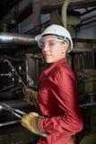 La donna come uso dell'operaio metallurgico googla fotografia stock