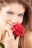 La donna con colore rosso è aumentato Immagini Stock