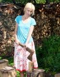 La donna con una scissione. Ritratto in un giorno soleggiato Immagini Stock Libere da Diritti
