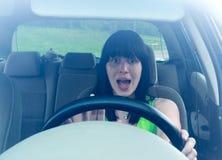 La donna conduce l'automobile Immagini Stock