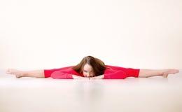 La donna del danzatore si siede su cordicella mezza Fotografie Stock