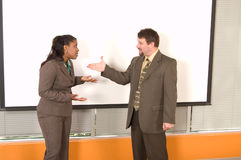 Donna di affari afroamericana e Caucasian Busin Immagine Stock