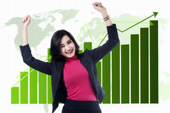 La donna di affari asiatica celebra il suo risultato Fotografia Stock Libera da Diritti