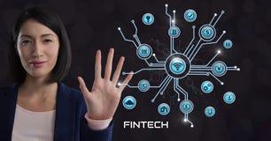 La donna di affari che tocca Fintech con le varie icone di affari collega Fotografia Stock