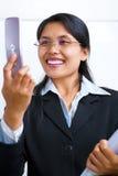 La donna di affari comunica usando la video chiamata Immagini Stock Libere da Diritti