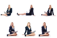 La donna di affari con il computer portatile isolato su fondo bianco Fotografia Stock Libera da Diritti