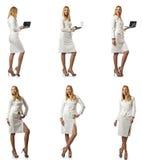 La donna di affari con il computer portatile isolato su fondo bianco Immagine Stock