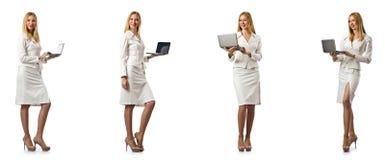 La donna di affari con il computer portatile isolato su fondo bianco Immagini Stock Libere da Diritti