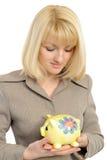 La donna di affari con un piggybank ha isolato   fotografie stock