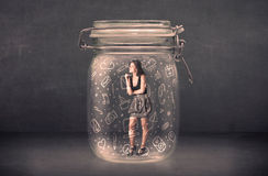 La donna di affari ha catturato in barattolo di vetro con le icone disegnate a mano di media Fotografie Stock Libere da Diritti
