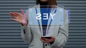 La donna di affari interagisce ologramma di HUD sì stock footage