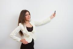 La donna di affari mostra il modello del disegno Fotografia Stock