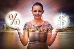 La donna di affari nel concetto di tassi di interesse elevati immagini stock