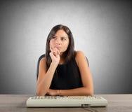 La donna di affari pensa Immagini Stock