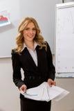 La donna di affari presenta il progetto Fotografia Stock