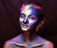 La donna di bellezza con creativo compone come la celebrazione santa in Indi immagini stock libere da diritti