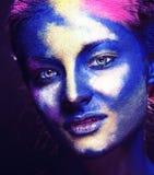 La donna di bellezza con creativo compone come la celebrazione santa in primo piano dell'India fotografia stock libera da diritti