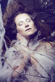 La donna di bellezza con creativo compone come il bozzolo Fotografie Stock Libere da Diritti