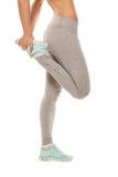 La donna di forma fisica sta allungando prima di pareggiare Forma fisica Fotografia Stock Libera da Diritti