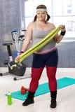 La donna di peso eccessivo ha preparato per l'allenamento alla ginnastica Immagini Stock Libere da Diritti