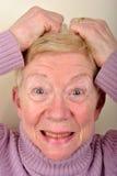 la donna di vecchiaia è molto upset Fotografia Stock
