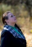 La donna e l'autunno, una vista nel cielo Fotografie Stock