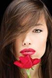 La donna ed il colore rosso sono aumentato Fotografia Stock