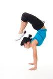 La donna equilibra l'allungamento dell'esercitazione Fotografia Stock