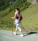 La donna fa camminare nordico Fotografia Stock Libera da Diritti