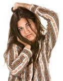 La donna facente il broncio tiene la sua testa Fotografie Stock Libere da Diritti