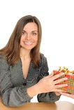 La donna felice con il regalo, fotografia stock