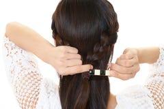 La donna ha legato i suoi capelli fotografia stock