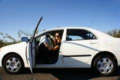 La donna ha perso in automobile Fotografia Stock Libera da Diritti