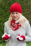 La donna ha un freddo ed ha un freddo Fotografie Stock