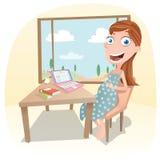 La donna incinta lavora a casa Immagine Stock