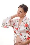 La donna incinta osserva in avanti Immagini Stock
